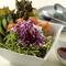 しゃきしゃき新鮮な野菜がたっぷり盛られた『松剛サラダ』