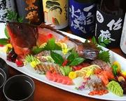 牛窓の漁師さんから直接仕入れる新鮮な魚介を含め、岡山県の鮮魚にこだわった一皿です。この土地ならではの旬の地魚の旨みをたっぷりと味わえます。