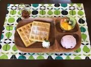 ●ソース(チョコレート・メープルシロップ)/●アイス(イチゴ・バニラ・日替わりアイス)