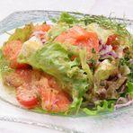 自家製スモークサーモン&チーズ 贅沢サラダ