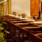 テーブル席もいいですが、カウンター席でのデートもオススメです