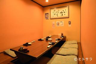 掘りごたつ式からテーブルまで、大人数にも対応する個室