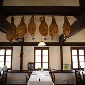 気取らないバスクのレストランを思わせる雰囲気