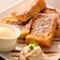 食べ応えのある『フレンチトースト<ソースの種類はキャラメル・メープル・チョコレート・アーモンド>』