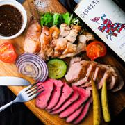 鉄生とお肉のメニューNo.1!!牛・豚・鶏など色々なお肉が一度に味わえる、とてもお得なひと皿 S:60g×3  2,380円 M:80g×3 3,080円 L:100g×3 3,580円 XL:120g×3 4,180円