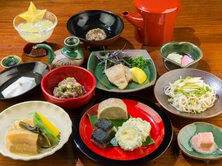 島野菜と豚肉、かつお出汁、塩、泡盛。沖縄の食材を厳選して使用