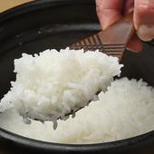 お釜で炊き上げたふっくら炊き立てご飯