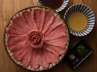 ポン酢や特製タレでさっぱりと味わうヘルシーな『牛タンしゃぶ』