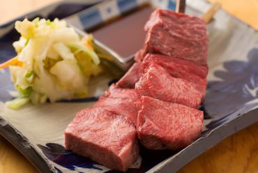 噛めば噛むほど肉汁と旨みが口の中いっぱいに広がる『たんかの牛タン焼き』