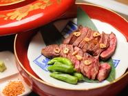 部位の違う2種類を自家製にんにく塩で食す『神戸牛食比べ』