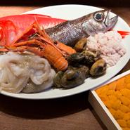 自慢はやはり焼津の仲卸から届く産直魚介。鮨屋にも引けをとらない最高の魚は、イタリアンでも存在感を発揮します。さらに零度帯の冷蔵庫で保存することで、おいしさを逃しません。