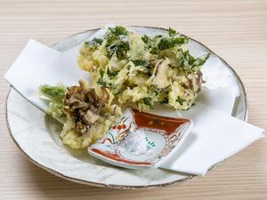 さまざまな調理法で食材本来の力を引き出す『季節の前菜』