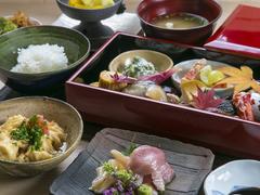選び抜いた食材をつかい、華やかなランチはいかがでしょう。素敵なひとときを過ごせます