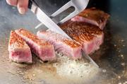 ベーシックに神戸牛を味わいたいなら≪極上≫、魚料理も堪能したいなら≪鮮麗≫。メインはサーロインステーキとフィレステーキから選べます。詳しい内容は「コース」をご覧ください。
