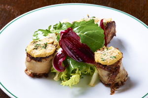 ビストロ料理の定番『アン ドウイエットのロースト サラダ添え』