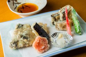 白焼きとレンコンの挟み揚げが味わえる『う天ぷら』
