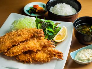 味にボリュームに誰もが大満足の『海老フライ定食』