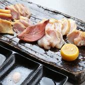 味わい深い肉の旨みを存分に味わえる『鹿児島地鶏のたたき』