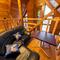 2階ロフト・最大5人まで座ることができるソファ席
