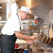 お客さまの視点から観たお店の印象を常に意識しています。自分がお客さまとして【まる兆】に訪れたとき、どのような料理・サービスが適切であるかということを追求しています。