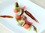 旬の魚介の旨みと野菜の滋味が絶妙な調和をみせる『前菜』