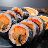 見た目にも色鮮やかで食べ応えのある『太巻き寿司』