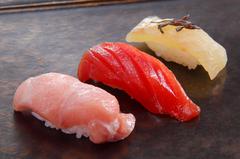 季節の旬の食材を使用した品々が並ぶコースメニュー。