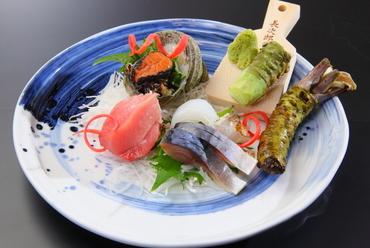泉州近郊でとれた鮮魚の『御刺身盛り合わせ(生山葵添え)』