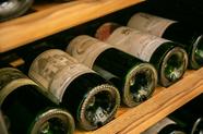 河合シェフの料理に合わせたこだわりのラインナップに自信。幅広い種類に出会える『ワイン各種』