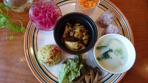 肉や魚は一切使用せずに、美味しくてボリュームも満点の『野菜たっぷりランチプレート』