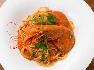 濃厚な出汁も美味!『赤えびと活きあさりのトマトクリームスパゲティ』