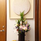 さりげなく飾られた季節の花々