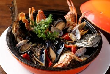 漁港直送、獲れたて新鮮な魚を使った『魚貝のマルマーレパエリア』L(3~4人前)