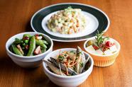 『渡りガニと魚貝のアクアパッツァ』オリーブオイルの香りと魚貝の深いコクが口の中でふわっと広がります。