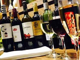 産地にこだわらない豊富なラインナップのワインの数々