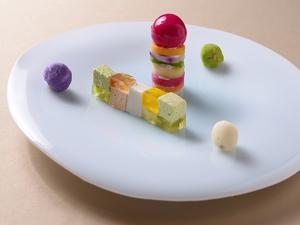 さまざまな素材が織りなす色・形・味が、口にする人の五感を楽しませる『先付』