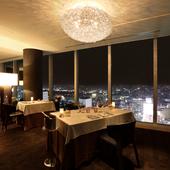 ホテル最上階からの景観におもてなしを添えて