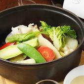 旬の野菜を、アンチョビのソースとハーブ塩で満喫