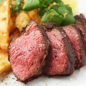 ほのかにサシの入った赤身を焼き上げた『USアンガス牛のステーク・フリッツ』