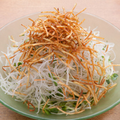日本三大和牛のひとつ「松阪牛」を贅沢に味わう『松阪牛 特撰すき鍋』