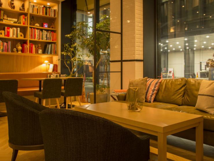 ニューディッシュ ムース デリ&カフェの内観