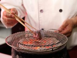 仙台牛の炭火焼をメインに前菜、サラダ、焼き野菜の他、食事といったお得なセットコース