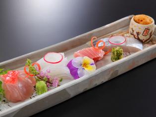 新鮮鮮魚を堪能、見た目にも美しいお造り