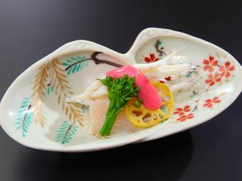 味はもちろん、器や盛り方にこだわった魅せる日本料理が自慢