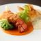 オマール海老を豪快に一尾まるごと使った、これ以上ない贅沢な一皿『オマール海老のフライ』