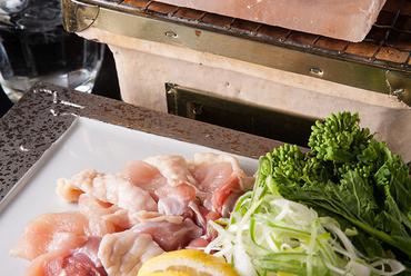 滅多に食べられない岩塩プレート焼き 盛り合わせ 鮮魚や天草大王、お野菜などの単品もございます