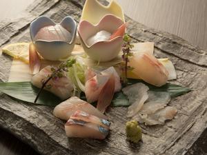 その時期ならではの、旬の魚が並ぶ『天草の刺身の盛り合わせ』