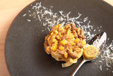 サプライズを表現した遊びのひと皿『ソルプレーザ』  (コース料理の一品)