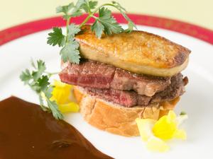贅沢な味わいの『松坂牛とフォアグラのロッシーニ』