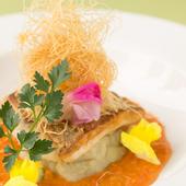 素材の良さを活かした『長崎県産天然真鯛とカニのトマトクリームソース』